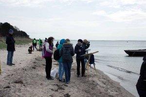 Zuschauer beim Malen am Strand zwischen Klein Zicker und Thiessow (c) FRank Koebsch (2)