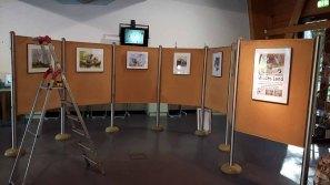 Schnappschüsse vom Hängen unserer Aquarelle im Wildpark MV (c) FRank Koebsch (4)