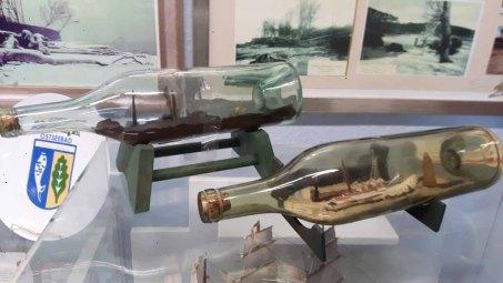 Buddelschiffe als Detail der Ausstellung im Heimat Museum Graal Müritz (c) Frank Koebsch