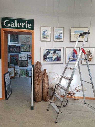 Die ersten Bilder hängen in unserer Ausstellung im Heimatmuseum Graal Müritz (c) FRank Koebsch