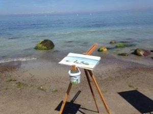 Direkt an der Ostsee entstehen Aquarelle mit Steinen und Wellen (c) Kirsten Paulsen (2)
