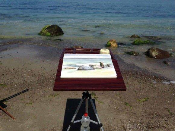 Direkt an der Ostsee entstehen Aquarelle mit Steinen und Wellen (c) Kirsten Paulsen (3)