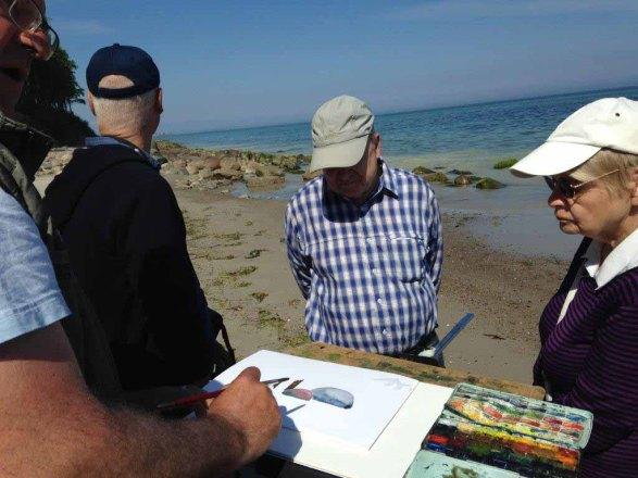 FRank Koebsch erklärt wie Steine und Buhnen im Aquarell gemalt werden können (c) kirsten Paulsen (3)