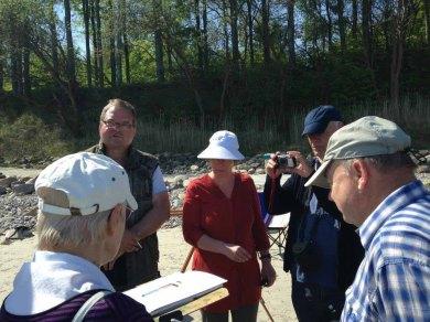 FRank Koebsch erklärt wie Steine und Buhnen im Aquarell gemalt werden können (c) kirsten Paulsen (5)