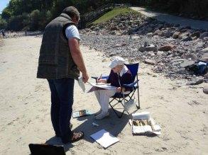 FRank Koebsch erklärt wie Steine und Buhnen im Aquarell gemalt werden können (c) kirsten Paulsen (8)