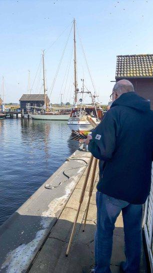 Malen im Hafen von Gager (c) Frank Koebsch (2)