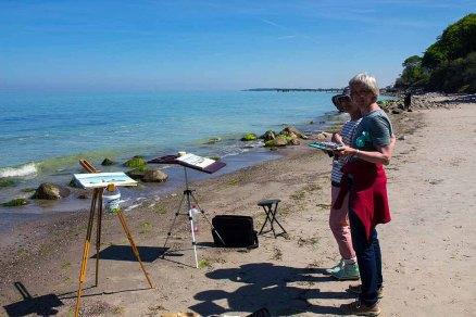Malreise nach Kühlungsborn - glückliche Malschülerinnen am Strand von Heiligendamm (c) FRank Koebsch