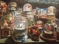 Schneekugeln auf dem Salzburger Christkindlmarkt (c) FRank Koebsch
