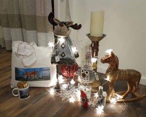 Weihnachtsgeschenk mit einer Tasse und einem Beutel aus der Sanitzer Kollektion (c) Frank Koebsch