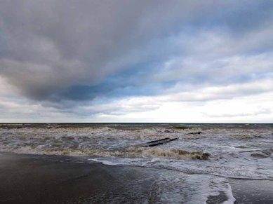 Winter mit Stürmische Ostsee am Strand von Ahrenshoop (c) Frank Koebsch (1)