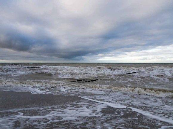 Winter mit Stürmische Ostsee am Strand von Ahrenshoop (c) Frank Koebsch (10)