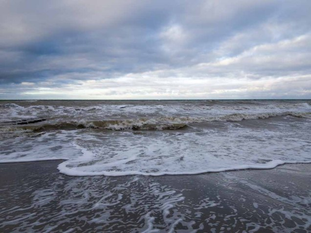 Winter mit Stürmische Ostsee am Strand von Ahrenshoop (c) Frank Koebsch (11)