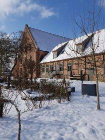 Bilck über den Abteigarten auf das Doberaner Kornhaus (c) FRank Koebsch (2)