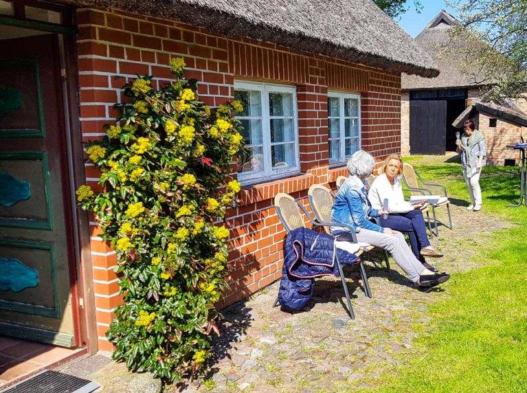 Besucher unserer Ausstellung Faszination Mönchgut im Bredehaus Middelhagen (c) Frank Koebsch (11)