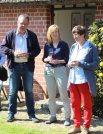 Frank Koebsch, Gerit Höhne-Grünheid und Pe bei der Eröffnung der Ausstellung in Middelhagen (c) Jost Grünheid (2)