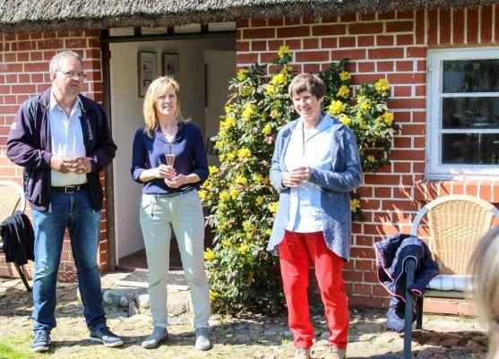 Frank Koebsch, Gerit Höhne-Grünheid und Pe bei der Eröffnung der Ausstellung in Middelhagen (c) Jost Grünheid (3)
