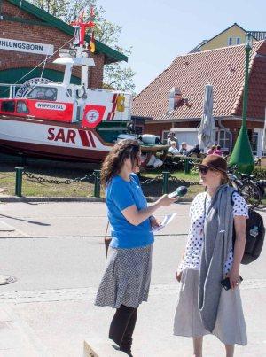 Plein Air Festival 2018 - Frau Bülow im Gespräch mit Sonja Jannichsen (c) FRank Koebsch (1)