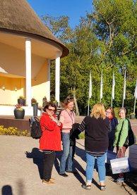 Plein Air Festival – Malen an der Ostsee 2018 – Anke Gruss bei der Einweisung der Workshopteilnehmer © Frank Koebsch (1)