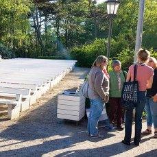 Plein Air Festival – Malen an der Ostsee 2018 – Anke Gruss bei der Einweisung der Workshopteilnehmer © Frank Koebsch (2)