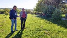 Plein Air Festival – Malen an der Ostsee 2018 - Jens Hübner und Thomas Freund bei Besuch der Alten Büdnerei (c) Frank Koebsch