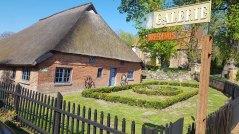 Wegweiser zur Galerie Bredehaus in Middelhagen (c) Frank Koebsch (1)