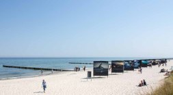 Die Ausstellung von Ray Collins – Urkraft des Meeres – im Rahmen des Umweltfotofestival - horizonte zingst am Strand (c) FRank Koebsch (1)