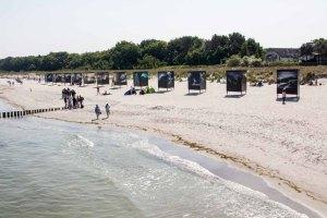 Die Ausstellung von Ray Collins – Urkraft des Meeres – im Rahmen des Umweltfotofestival - horizonte zingst am Strand (c) FRank Koebsch (4)