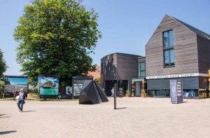 Die Ausstellung von York Hovest – Helden der Meere - im Rahmen des Umweltfotofestival - horizonte zingst am Max Hüntenhaus (c) FRank Koebsch (3)