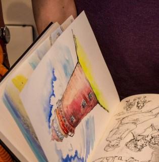 Maxim Simonenko zeigt die Skizzen der vergangenen Tage (c) FRank Koebsch (3)
