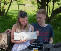 Plein Air Festival 2018 - Die Aquarellmaler werten in der Alten Büdnerei Ihren Workshop aus (c) Frank Koebsch (15)