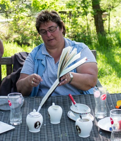 Plein Air Festival 2018 - Die Aquarellmaler werten in der Alten Büdnerei Ihren Workshop aus (c) Frank Koebsch (40)