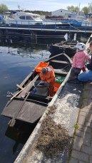 Die Fischer bringen Hornfische in den Hafen von Thiessow (c) Frank Koebsch (1).