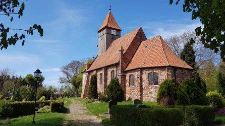 Kirche von Midelhagen im Frühling (c) Frank Koebsch (2)