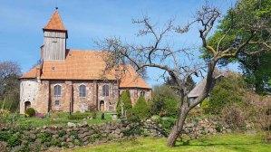 Kirche von Midelhagen im Frühling (c) Frank Koebsch (4)