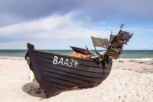 Fischerbbot am Strand von Baabe (c) Frank Koebsch (1)