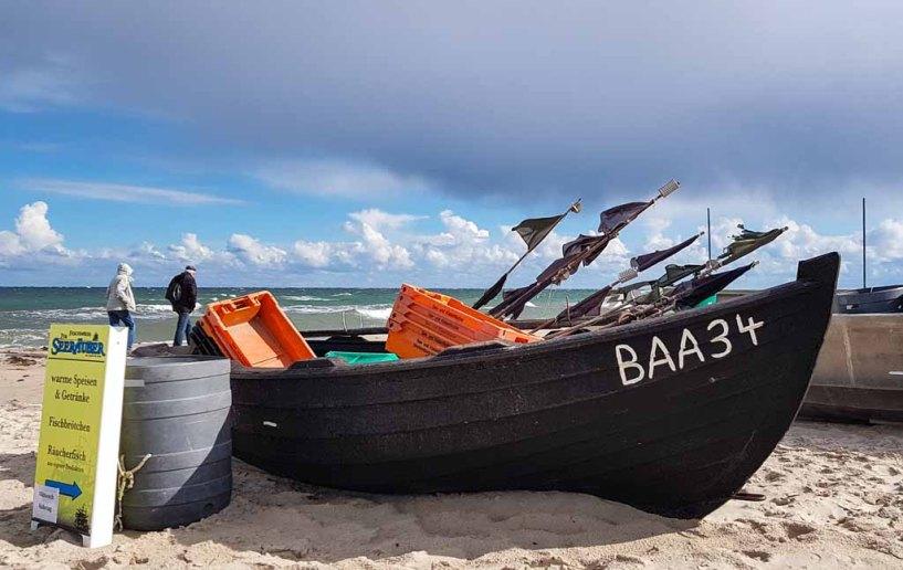 Fischerbbot am Strand von Baabe (c) Frank Koebsch (2)