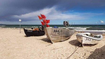 Fischerbbote am Strand von Baabe (c) Frank Koebsch (2)