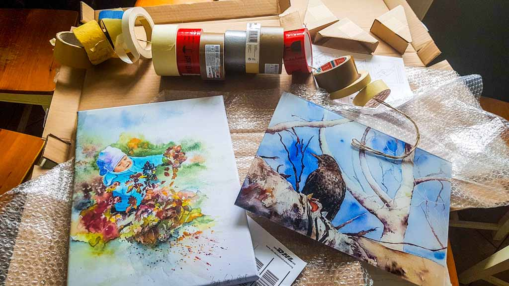 Zwei Drucke auf Leinwand und Acryl Glas werden für den Versand vorbereitet (c) FRank Koebsch
