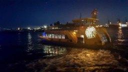 Die Hafenfähren bei den Landungsbrücken am Abend (c) Frank Koebsch