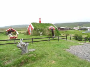 Altes aus Steinen und Grassoden gebautes Haus in in Bakkagerði - Island (c) Frank Koebsch (4)