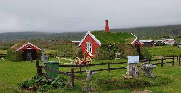Altes aus Steinen und Grassoden gebautes Haus in in Bakkagerði - Island (c) Frank Koebsch (5)