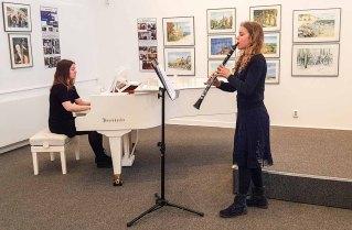Emily Poser & Mirijam Stitz spielen bei der Eröffnung unserer Ausstellung Farbspiele (c) Frank Koebsch 2