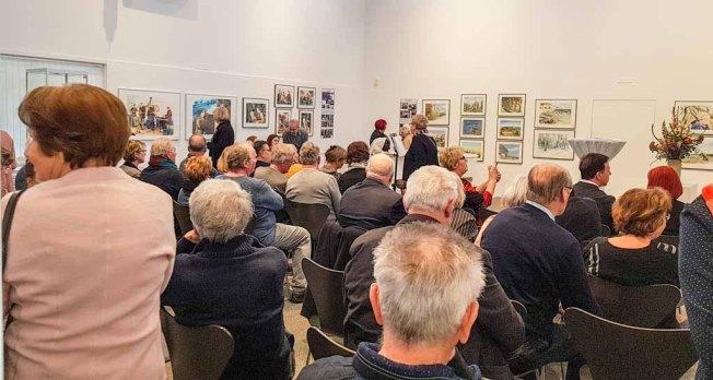 Gäste bei der Eröffnung unserer Ausstellung Farbspiele (c) Frank Koebsch (6)