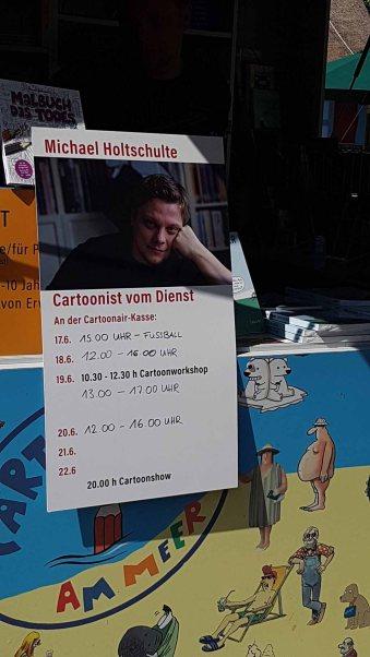 Michael Holtschulte als Cartoonist vom Dienst in Prerow (c) Frank Koebsch