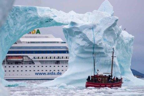 Mit der AIDA Cara in den Eisbergen der Diskobucht Grönlands (c) Frank Koebsch (1)