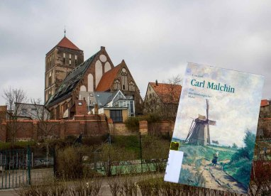 Bei der Nikolai Kirche in Rostock - Auf den Spuren von Carl Malchin (c) Frank Koebsch