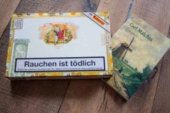 Carl Malchin hat Zigarrenkisten bemalt (c) Frank Koebsch (1)