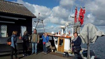 Gruppenfoto von der Malreise Faszination Rügnen im Hafen Gager (c) Sabine Kihlholz