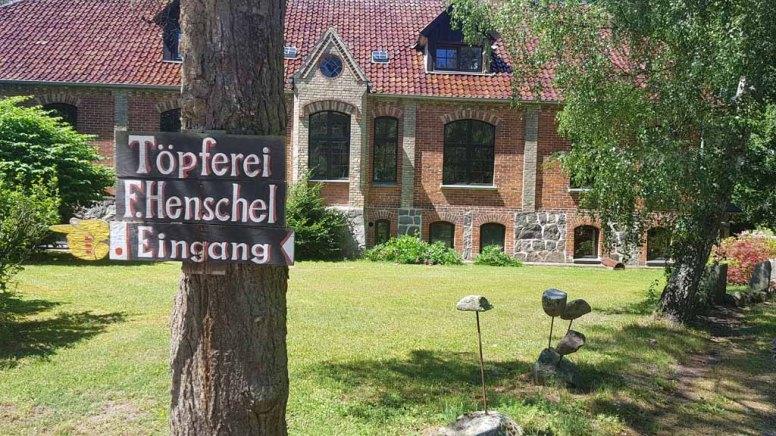 Wegweiser zur Töpferei Henschel (c) Frank Koebsch