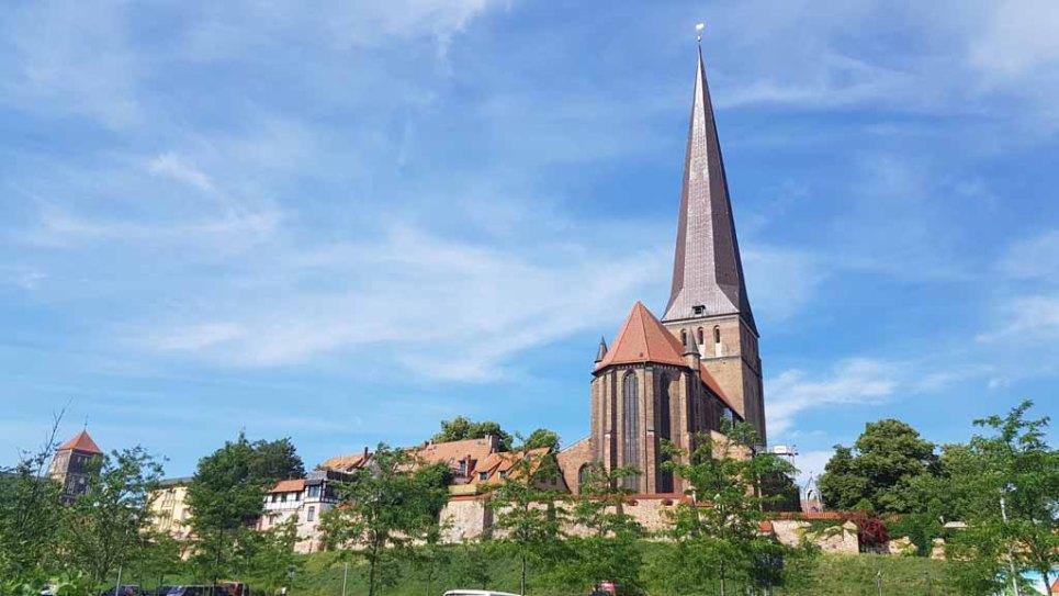 Blick auf die Petri Kirche (c) Frank Koebsch (1)